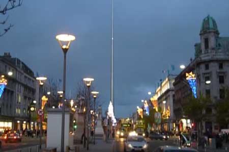 O Spire na época do Natal,Escolas de Inglês em Dublin