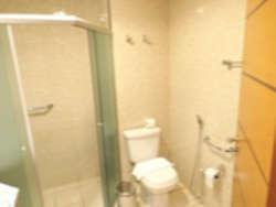 como são feitas as casas nos Estado Unidos banheiro no brasil