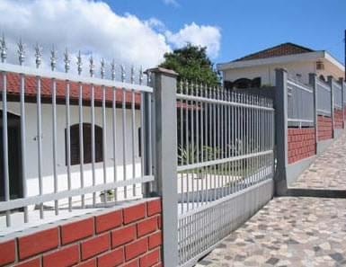 como são feitas as casas nos Estado Unidos brazilian house with wall