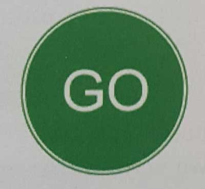 Sinais de trânsito incluindo faixa de pedestre em inglês go-roadworks